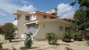 Casa En Ventaen Coro, Parcelamiento Santa Ana, Venezuela, VE RAH: 21-6278