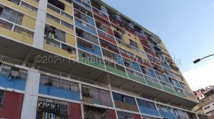 Apartamento En Ventaen Caracas, El Valle, Venezuela, VE RAH: 21-6297