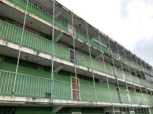 Apartamento En Ventaen Valencia, La Isabelica, Venezuela, VE RAH: 21-6338