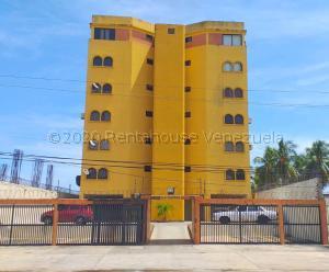 Apartamento En Ventaen Tucacas, Tucacas, Venezuela, VE RAH: 21-6341