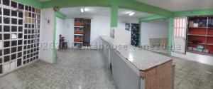 Local Comercial En Ventaen La Vela De Coro, Intercomunal Coro La Vela, Venezuela, VE RAH: 21-2820