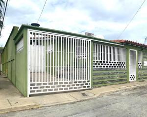 Casa En Ventaen Cabudare, Parroquia José Gregorio, Venezuela, VE RAH: 21-6507