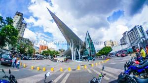 Local Comercial En Ventaen Caracas, Los Dos Caminos, Venezuela, VE RAH: 21-7488