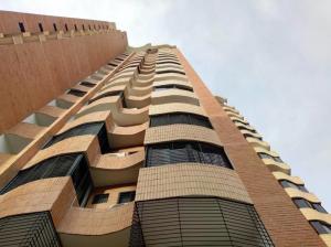Apartamento En Ventaen Valencia, La Trigaleña, Venezuela, VE RAH: 21-6607