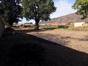 Terreno En Ventaen Municipio San Diego, La Cumaca, Venezuela, VE RAH: 21-6824