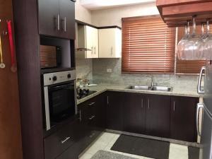 Apartamento En Ventaen Maracaibo, Avenida El Milagro, Venezuela, VE RAH: 21-6816