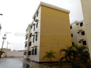 Apartamento En Ventaen Turmero, Conjunto Residencial Las Carolinas Ii, Venezuela, VE RAH: 21-6828