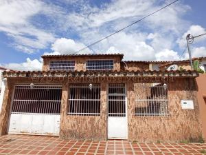 Casa En Ventaen Turmero, La Montaña, Venezuela, VE RAH: 21-6823