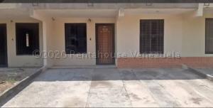 Townhouse En Ventaen Valencia, Flor Amarillo, Venezuela, VE RAH: 21-6857