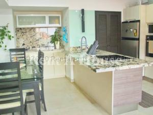 Apartamento En Ventaen Maracaibo, La Lago, Venezuela, VE RAH: 21-6960