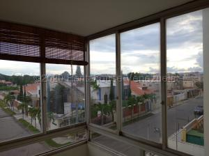 Apartamento En Ventaen Maracay, Andres Bello, Venezuela, VE RAH: 21-7011