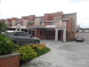 Townhouse En Ventaen Valencia, Valles De Camoruco, Venezuela, VE RAH: 21-7740