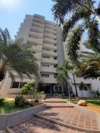 Apartamento En Ventaen Maracaibo, Avenida Milagro Norte, Venezuela, VE RAH: 21-7071