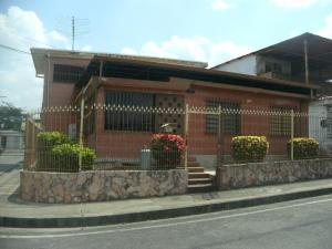 Casa En Ventaen Acarigua, La Goajira, Venezuela, VE RAH: 21-7105