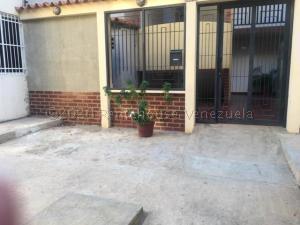Apartamento En Ventaen Punto Fijo, Las Virtudes, Venezuela, VE RAH: 21-7172