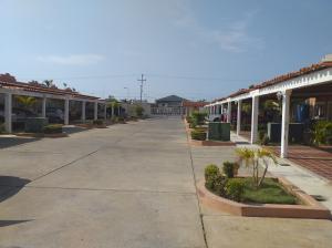 Townhouse En Ventaen Ciudad Ojeda, El Amparo, Venezuela, VE RAH: 21-7207