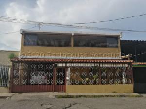 Casa En Ventaen Barquisimeto, Parroquia Santa Rosa, Venezuela, VE RAH: 21-7254