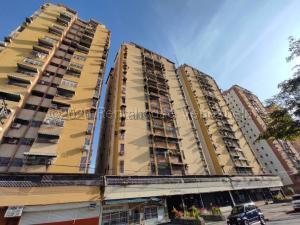 Apartamento En Ventaen Maracay, Urbanizacion El Centro, Venezuela, VE RAH: 21-7336