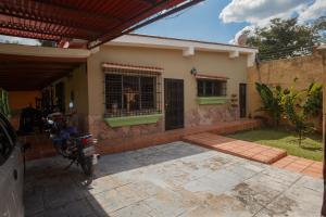 Casa En Ventaen Valencia, Colinas De Guataparo, Venezuela, VE RAH: 21-7354