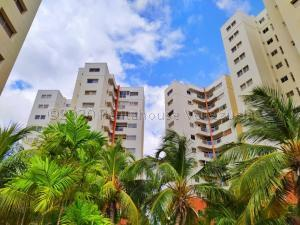 Apartamento En Ventaen Maracaibo, Avenida El Milagro, Venezuela, VE RAH: 21-7386