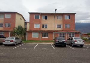 Apartamento En Ventaen Guatire, Alto Grande, Venezuela, VE RAH: 21-7436