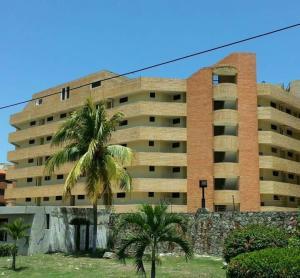 Apartamento En Ventaen Tucacas, Tucacas, Venezuela, VE RAH: 21-7453
