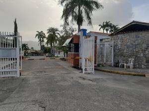 Casa En Ventaen Valencia, Trigal Norte, Venezuela, VE RAH: 21-8746