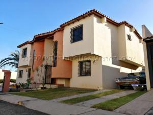 Casa En Ventaen Cabudare, Parroquia José Gregorio, Venezuela, VE RAH: 21-7595