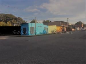 Local Comercial En Alquileren Cabudare, La Mata, Venezuela, VE RAH: 21-5675