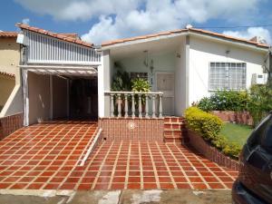 Casa En Ventaen Cabudare, Prados Del Golf, Venezuela, VE RAH: 21-7602