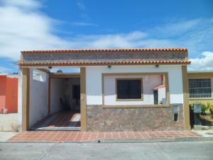 Casa En Ventaen Municipio Los Guayos, Buenaventura, Venezuela, VE RAH: 21-7620