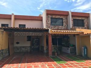 Townhouse En Ventaen Municipio San Diego, Mini Granjas San Diego, Venezuela, VE RAH: 21-8571