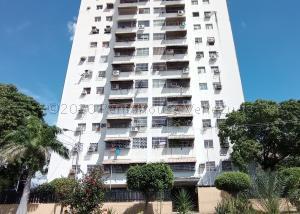 Apartamento En Ventaen Maracay, Urbanizacion El Centro, Venezuela, VE RAH: 21-7653