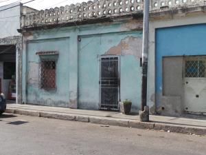 Terreno En Ventaen Maracay, Avenida Mariño, Venezuela, VE RAH: 21-8577