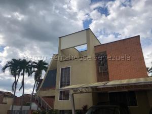 Townhouse En Alquileren Valencia, Altos De Guataparo, Venezuela, VE RAH: 21-7673
