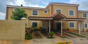 Townhouse En Ventaen Maracaibo, Lago Mar Beach, Venezuela, VE RAH: 21-7690