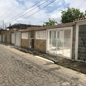 Casa En Ventaen Guacara, Ciudad Alianza, Venezuela, VE RAH: 21-10273