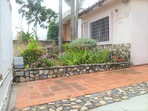 Casa En Ventaen Valencia, Trigal Sur, Venezuela, VE RAH: 21-7876