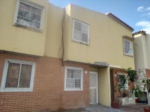 Townhouse En Ventaen Valencia, Parque Valencia, Venezuela, VE RAH: 21-7819