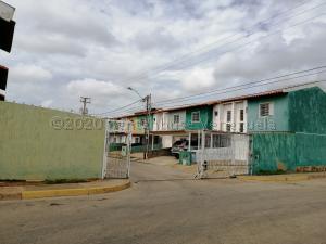 Townhouse En Ventaen Margarita, Porlamar, Venezuela, VE RAH: 21-7848