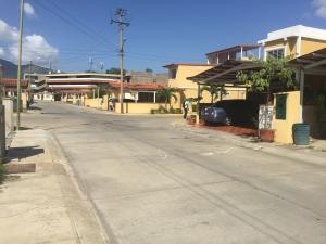 Casa En Ventaen Guatire, Villa Heroica, Venezuela, VE RAH: 21-8022