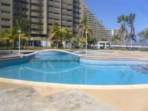 Apartamento En Ventaen Catia La Mar, Playa Grande, Venezuela, VE RAH: 21-7865