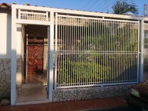 Casa En Ventaen Punto Fijo, Santa Irene, Venezuela, VE RAH: 21-7883