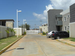 Apartamento En Ventaen Cabimas, Churuguara, Venezuela, VE RAH: 21-7905
