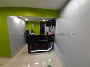 Local Comercial En Ventaen Caracas, El Rosal, Venezuela, VE RAH: 21-8011