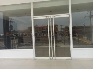 Local Comercial En Alquileren Punto Fijo, Santa Irene, Venezuela, VE RAH: 21-8115