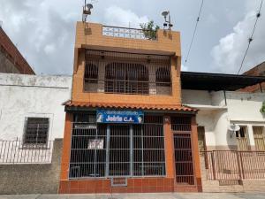 Edificio En Ventaen Caracas, Catia, Venezuela, VE RAH: 21-8134