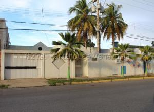 Casa En Ventaen Lecheria, El Morro I, Venezuela, VE RAH: 21-8174