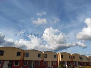 Townhouse En Ventaen Valencia, Parque Valencia, Venezuela, VE RAH: 21-8351