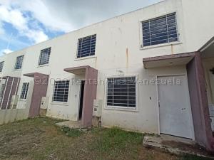 Townhouse En Ventaen Barquisimeto, Terrazas De La Ensenada, Venezuela, VE RAH: 21-8299